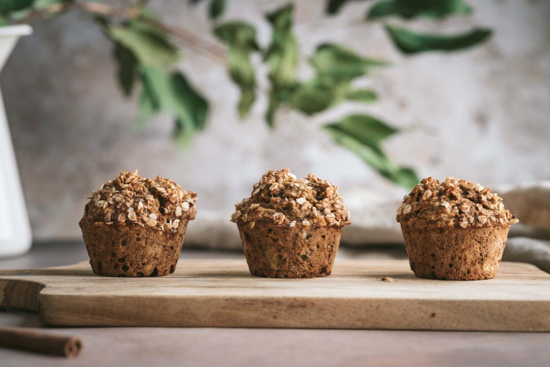 Des muffins banane et flocons d'avoine pour un snack sain et léger.