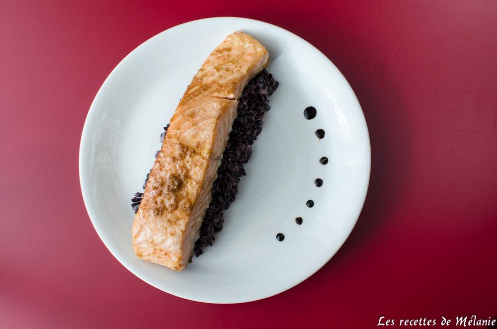 Saumon mariné accompagné de riz noir à la noix de coco
