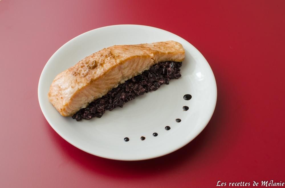 Saumon mariné et riz noir à la noix de coco