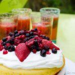 Victoria sponge cake aux fraises et à la pistache