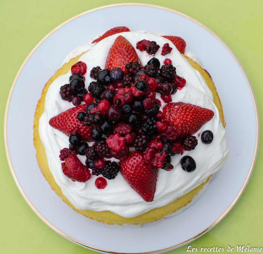 Victoria sponge cake aux fraise et à la pistache