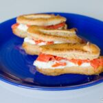 Mini-éclairs au saumon fumé et crème concombre et feta