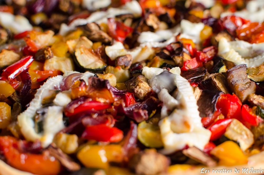 Pizza aux légumes et au fromage de brebis