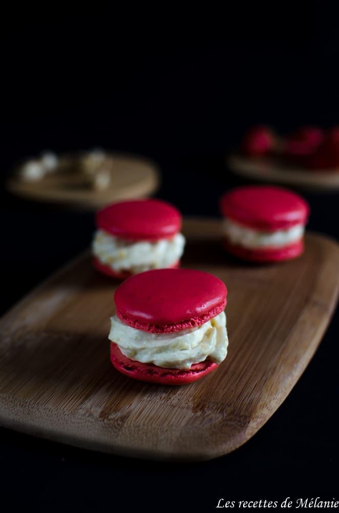 Macarons aux fraises et à la crème de pistache
