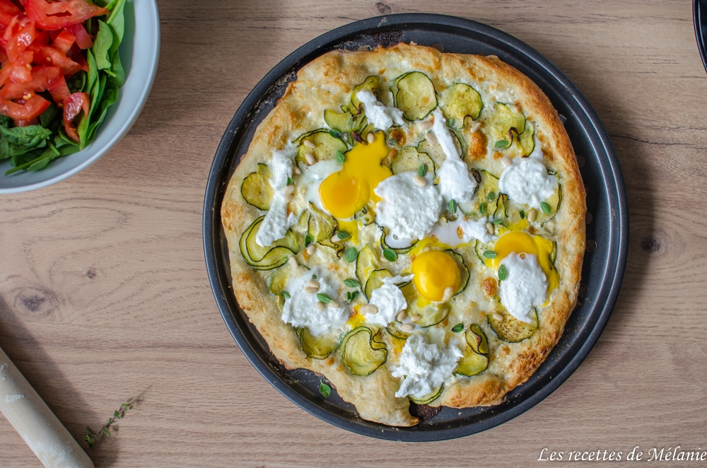 Pizza aux courgettes et mozzarella