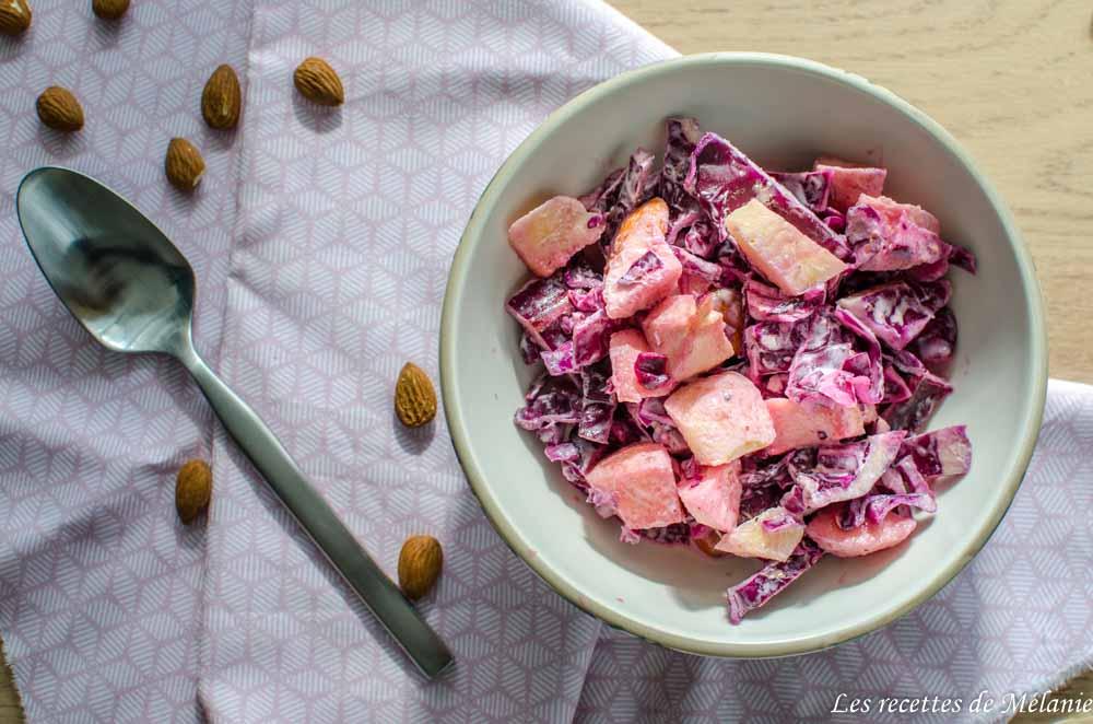 Salade de chou rouge, pommes et amandes