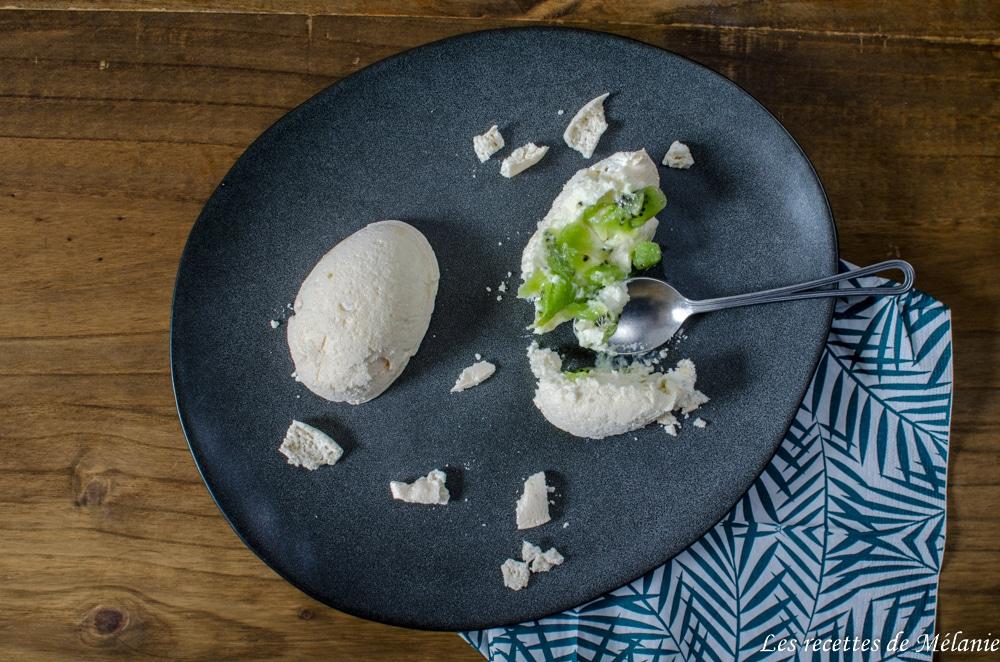 Pavlova au kiwi en demi-oeuf de Pâques