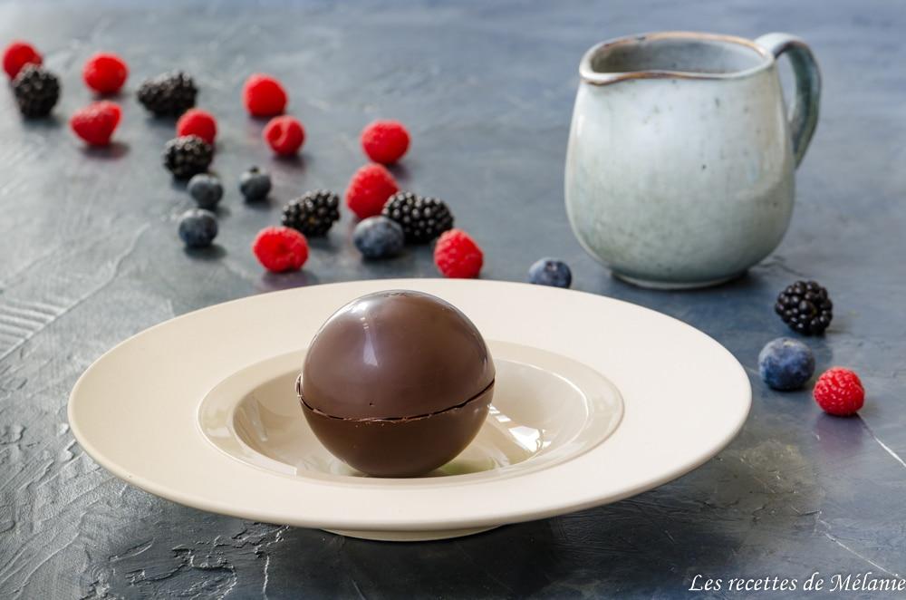 Sphères de chocolat aux fruits rouges et litchi