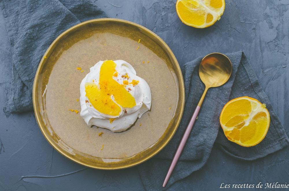 Dessert de Noël: Pavlova à l'orange et à la cannelle