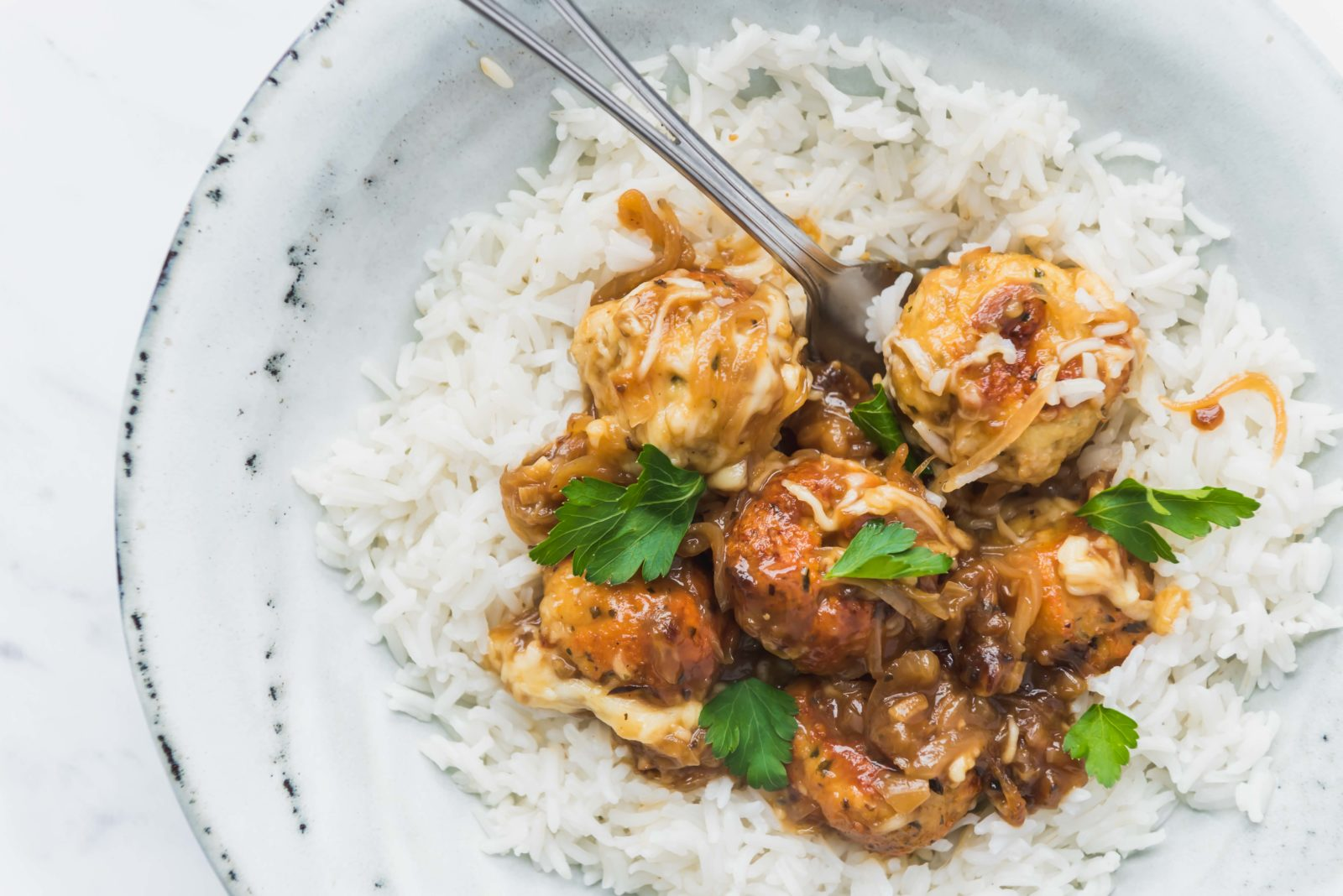 Boulettes de poulet - sauce à l'oignon - Les recettes de Mélanie