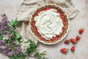 La préparation de cette tarte aux fraises sans cuisson pas à pas. Vous verrez c'est très simple.
