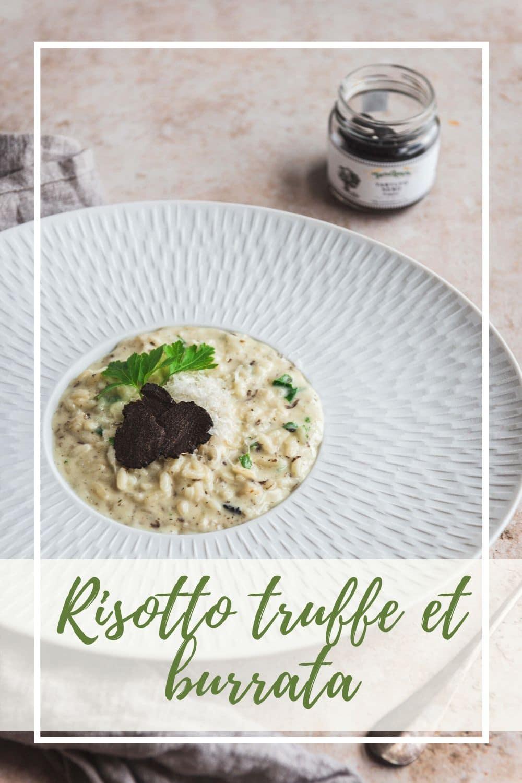 Attention, recette à tomber! Un risotto extra crémeux et filant grâce à la burrata et une saveur délicieuse de truffe noire. Digne d'un grand chef!