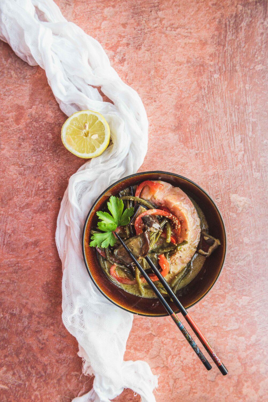 Une recette savoureuse qui fait voyager: un curry de saumon thaï aux légumes (aubergines et haricots verts)