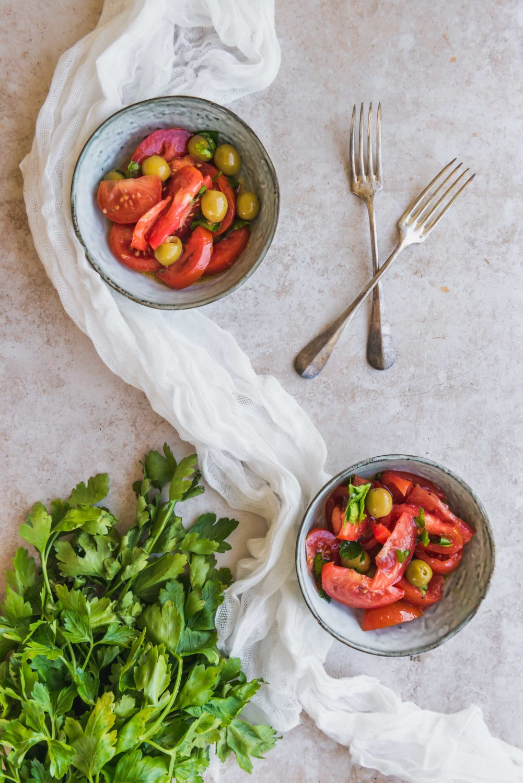 Une salade fraîche qui sent bon l'été et le sud de la France grâce aux olives et au pastis.