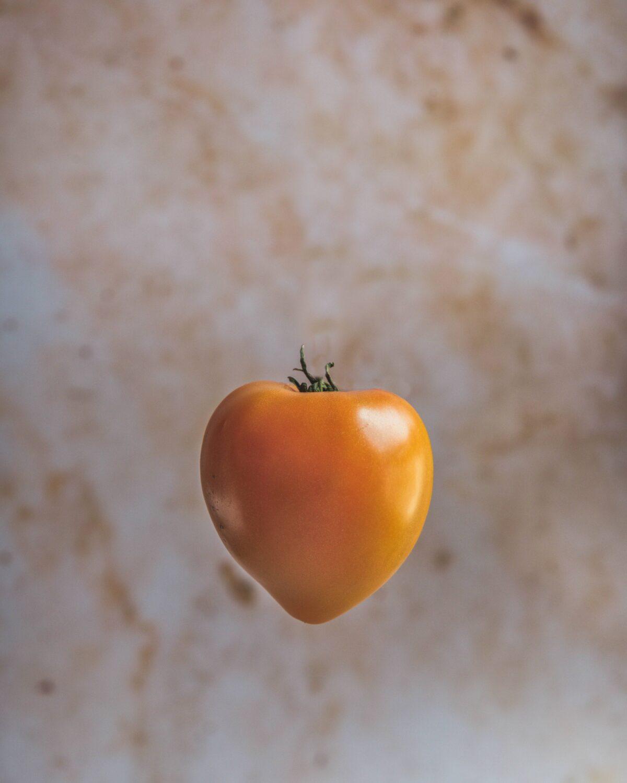 Tomate en lévitation