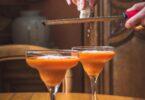 Ce gazpacho aux tomates et mini-poivrons est frais et légèrement sucré/salé pour une entrée originale qui prolonge l'été.
