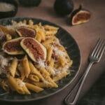 Une recette sucrée/salée avec des pâtes aux figues et pancetta. La figue se marie parfaitement bien à la pancetta.
