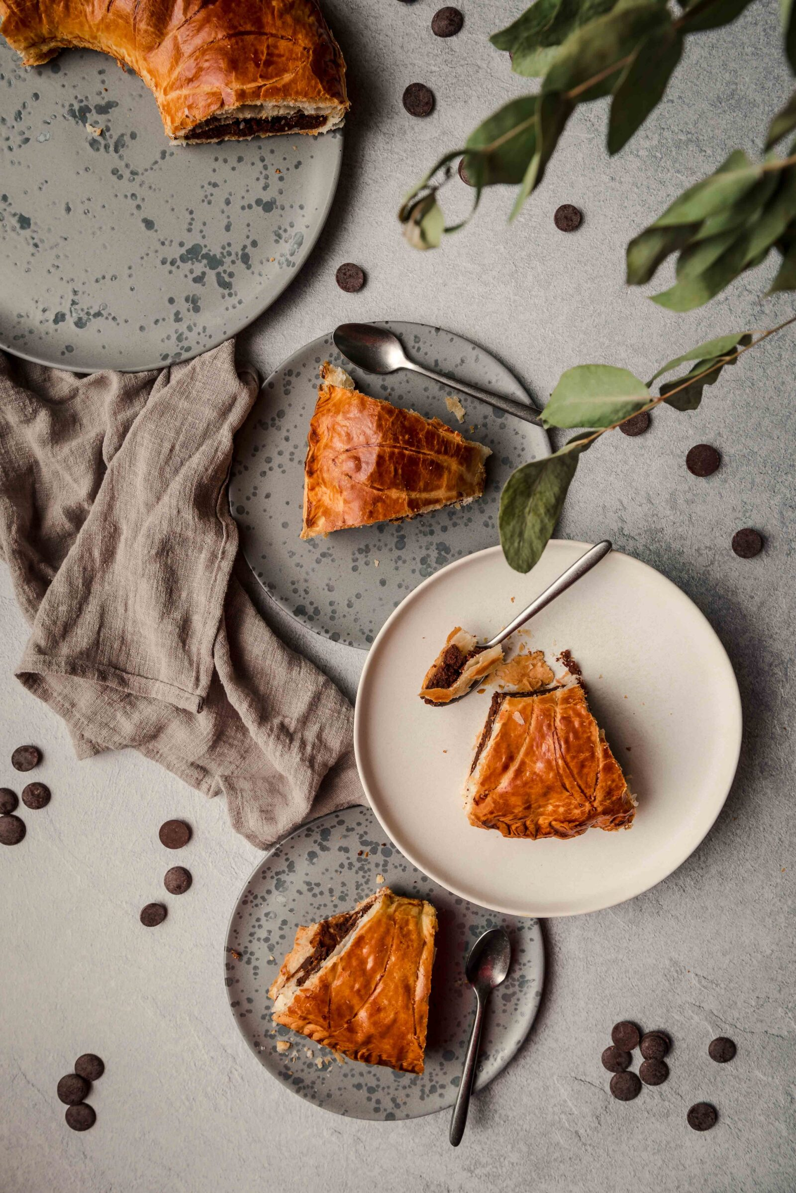 Cette galette des rois est très rapide à faire et le goût du chocolat apporte une touche d'originalité.