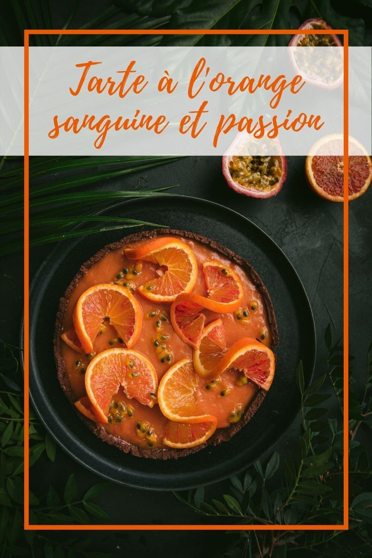 Cette tarte à l'orange sanguine et aux fruits de la passion rappelle la tarte au citron mais en version beaucoup plus exotique.