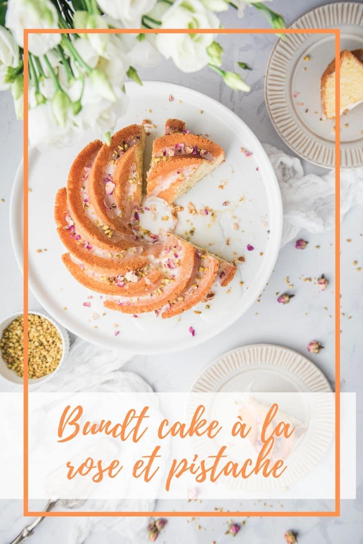 Une recette de bundt cake à la rose et à la pistache facile pour un dessert léger et poétique.