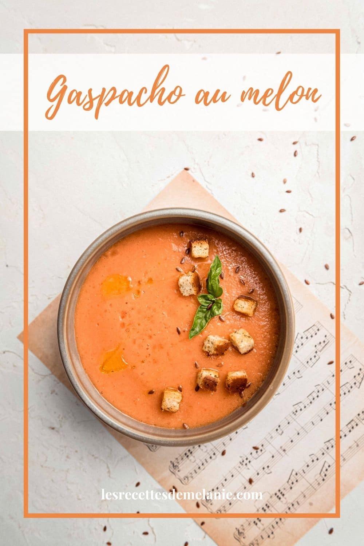 Voilà une recette extrêmement rapide de gaspacho au melon et tomates. Savoureuse, fraîche et simple à réaliser, une recette à garder.